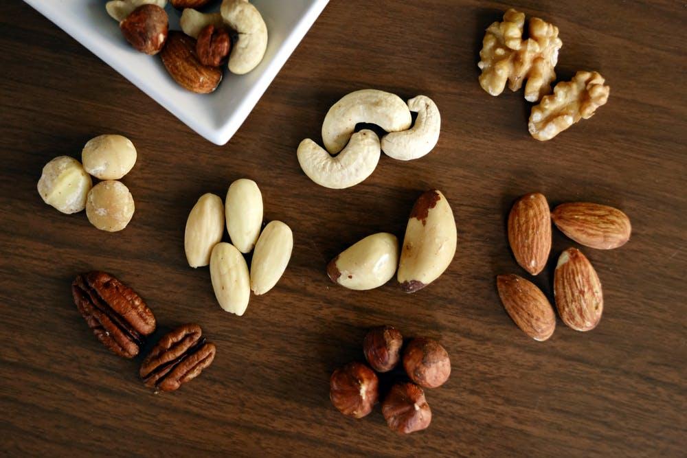 uno de los beneficios de las nueces es que ayudan a controlar el colesterol