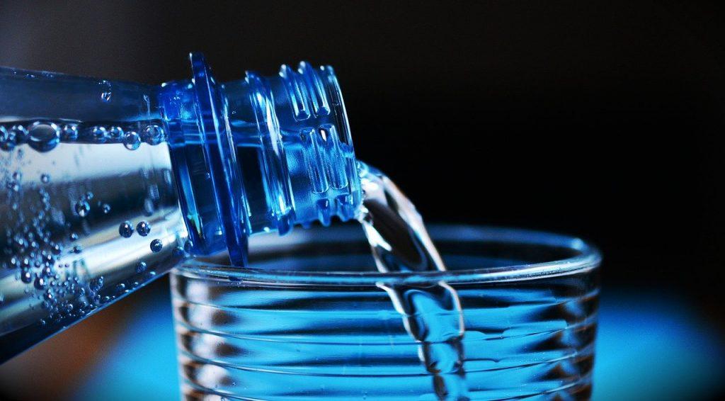 El agua mineral tiene una composición invariable y no necesita desinfectarse