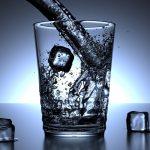 El agua de mineralización muy débil es la mejor para evitar problemas renales