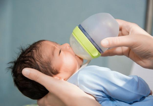 la mejor agua para el biberón de tu bebé
