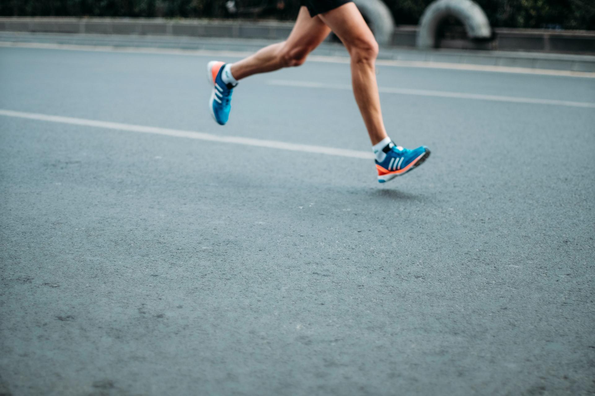Otro consejo de running para principiantes es utilizar ropa y calzado adecuado