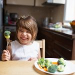 Las recetas para la comida de los niños como la ensalada campera son muy fáciles de preparar